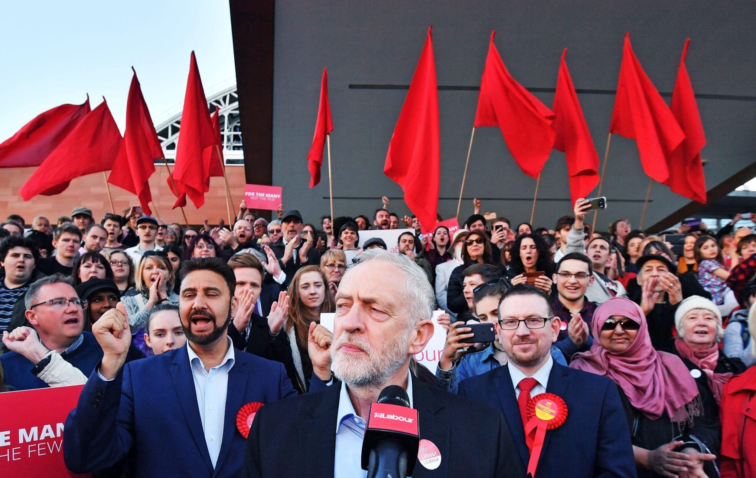Elezioni inglesi, il poderoso programma socialista autentica sfida al liberismo