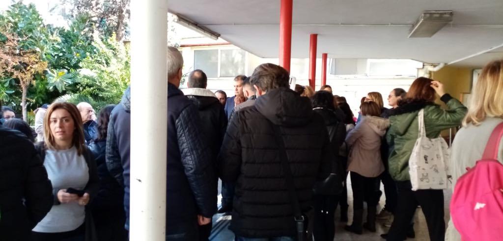 Napoli, la scuola Andrea Doria cade a pezzi: le mamme protestano contro il Comune