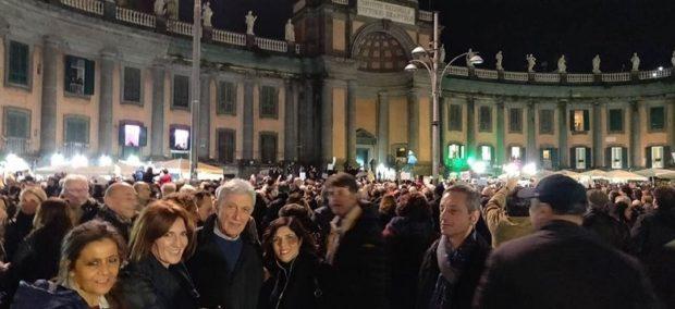 Napoli, piazza Dante ore 19: dagli arancioni a Bassolino, il centrosinistra delle sardine