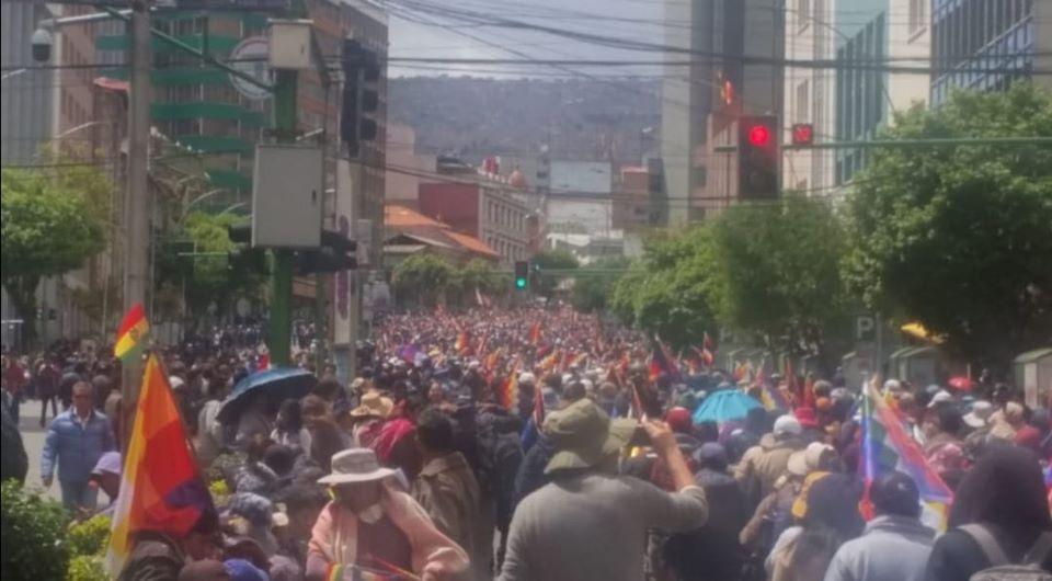 Bolivia, i golpisti massacrano   i poveri (video)