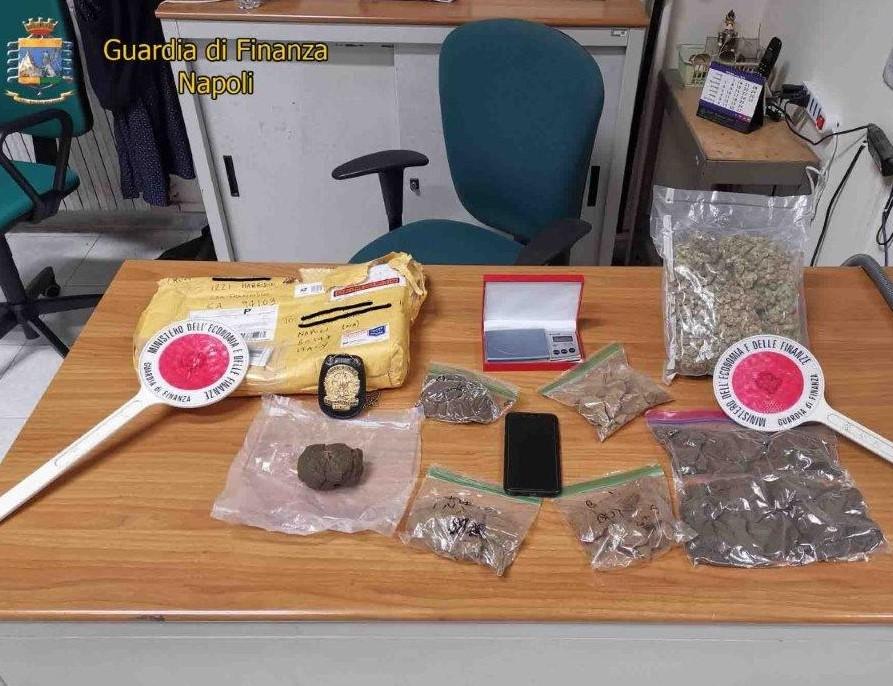 Napoli, operazione Guardia di Finanza: colpo a spaccio droga tramite Internet, 1 arresto e 1 denuncia