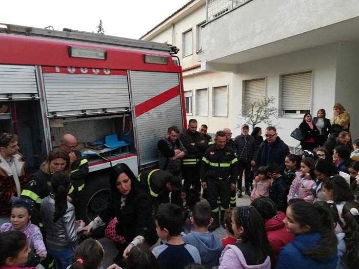 """Grumo Nevano, pompieri in parrocchia: lezione sul """"rischio botti di Capodanno"""""""