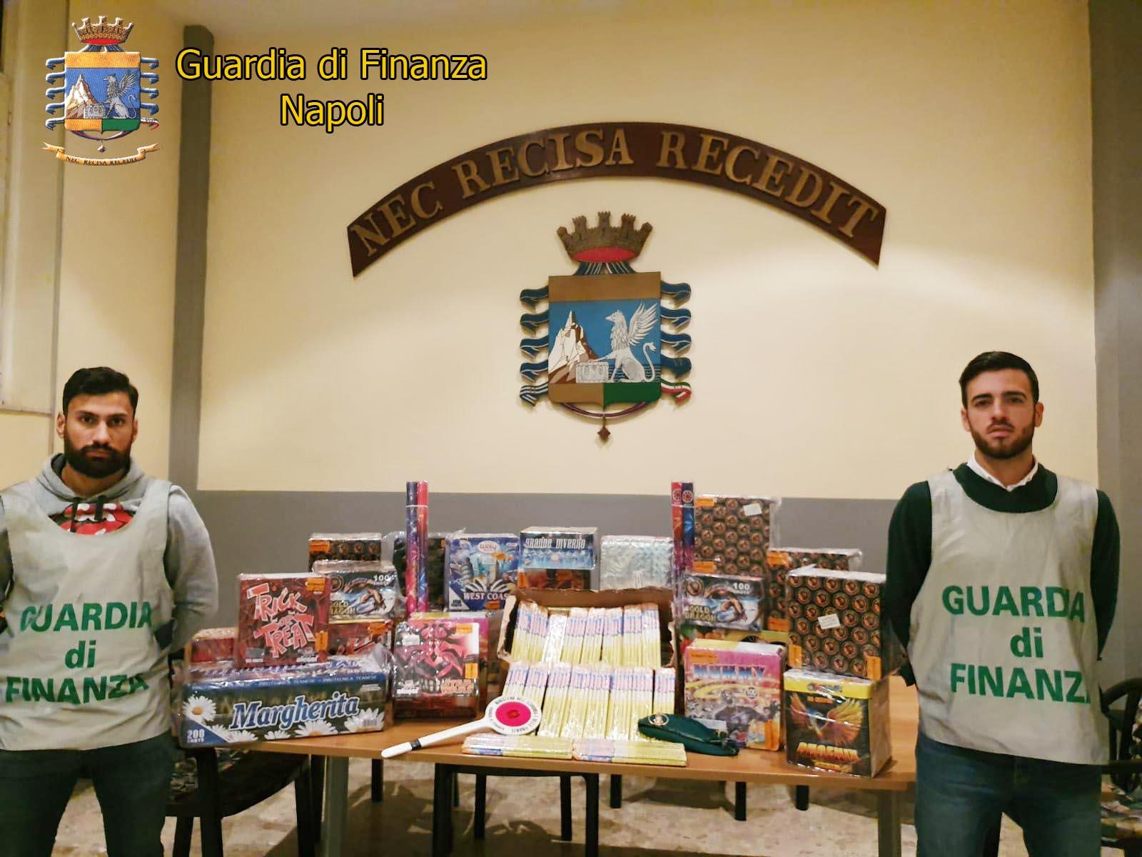 Napoli, finanzieri sequestrano 430 fuochi d'artificio irregolari