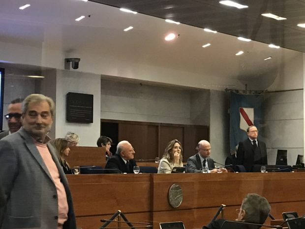 Regione Campania, ok al bilancio: ma De Luca perde i pezzi