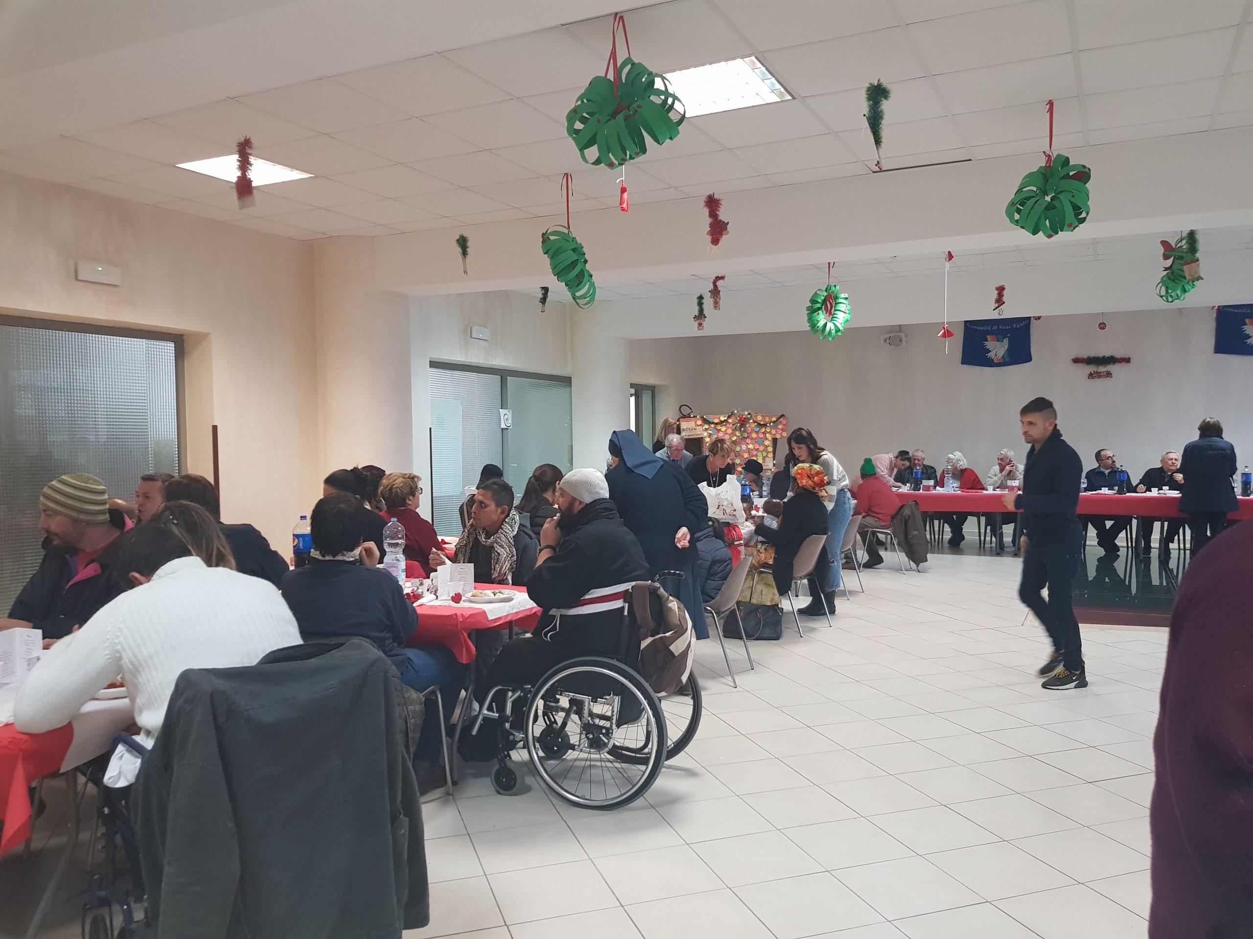 Napoli, quartiere Pianura: 150 persone al pranzo di Natale