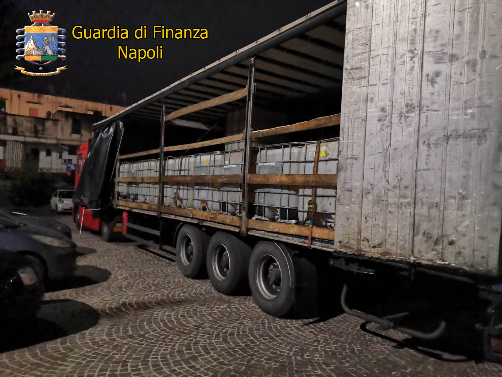 Napoli, sequestrato Tir con 27 mila litri gasolio di contrabbando