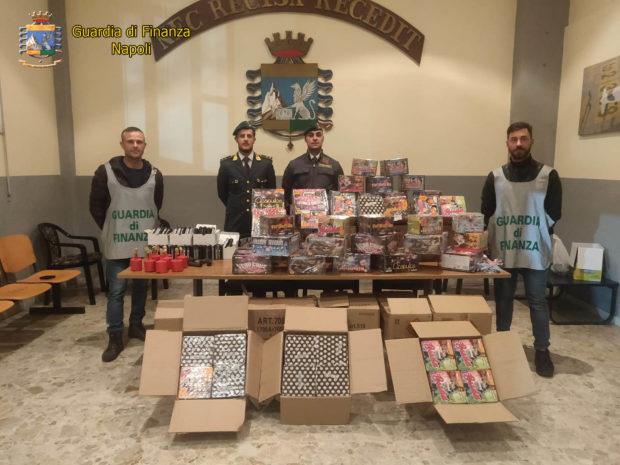 """Napoli, sequestrata 1 tonnellata di """"botti"""" proibiti: 2 arresti"""
