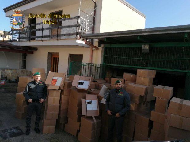 Orta di Atella, Caserta: finanzieri sequestrano 2,5 tonnellate di botti illegali, 2 arresti