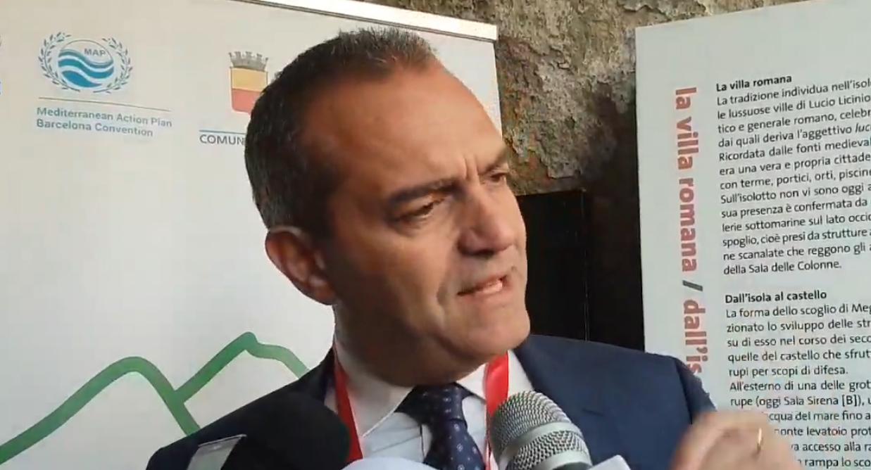 Napoli, emergenza rifiuti: de Magistris gioca allo scaricabarile