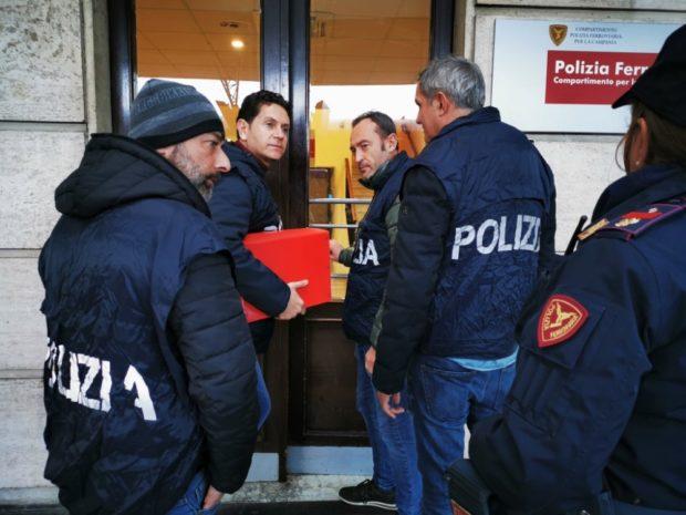 Napoli, Circumvesuviana: Polfer smantella banda di borseggiatori, 8 arresti