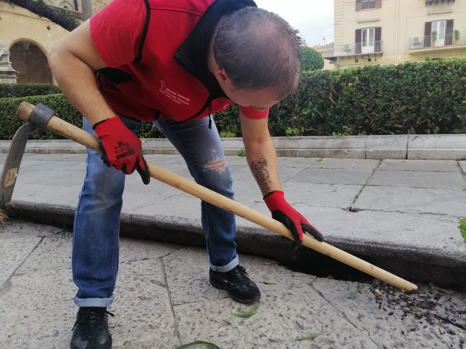 Palermo: prendono il reddito di cittadinanza, si danno da fare e puliscono la città