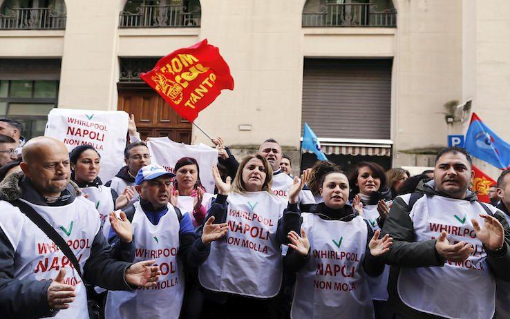 Whirlpool: la rabbia degli operai, contestati i sindacalisti(Video)