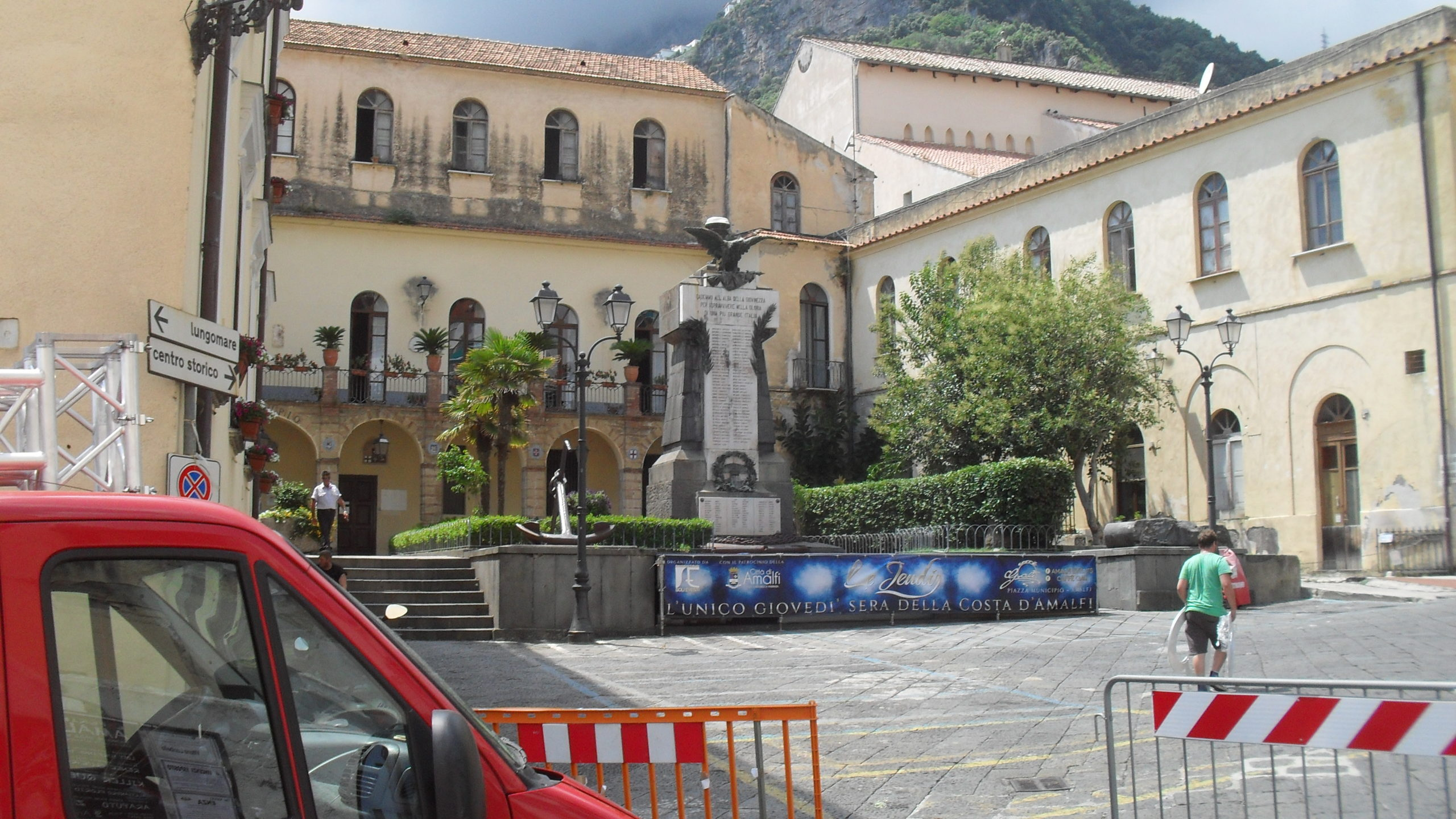 Amalfi città solidale: bando per contributi economici a favore delle persone indigenti
