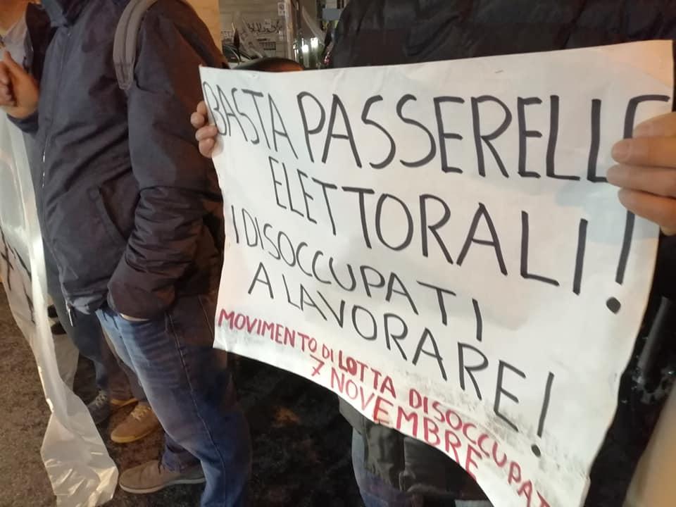 Napoli, de Magistris cavalca le proteste dei disoccupati e attacca il governatore