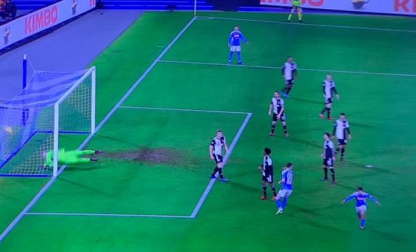 Un Napoli operaio affossa la Juventus e rinasce