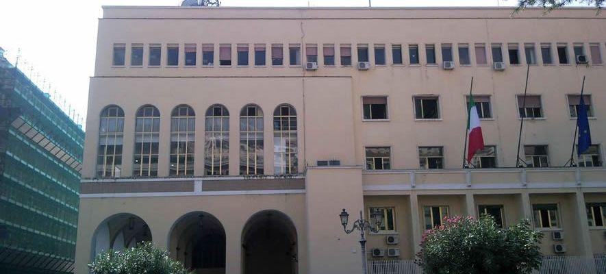 Scuole chiuse, il prefetto di Salerno richiama i sindaci
