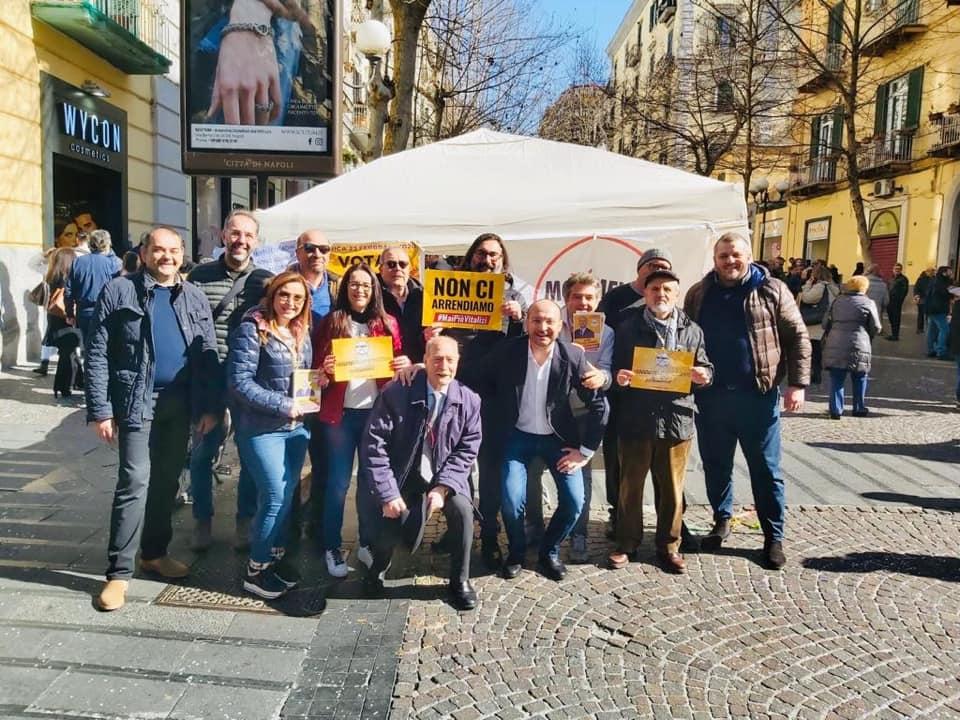Napoli suppletive: anche oggi  candidato M5s, Luigi Napolitano ha incontrato decine di persone