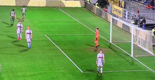 Mertens infilza il Cagliari, il Napoli torna a vincere