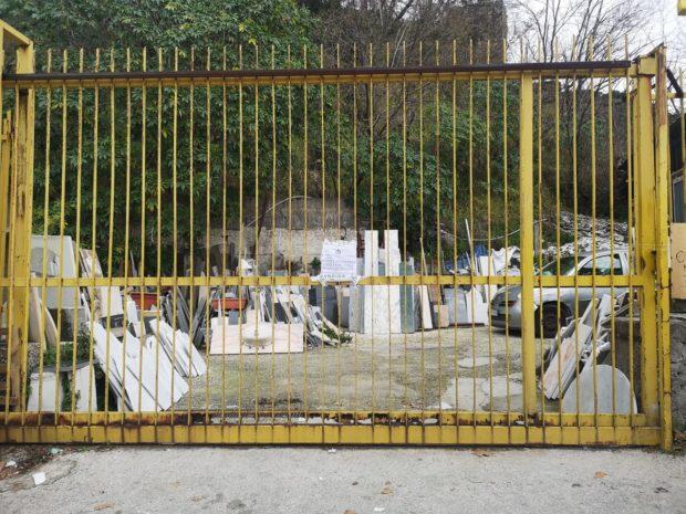 Napoli, polizia municipale sequestra fabbrica abusiva lavorazione marmi