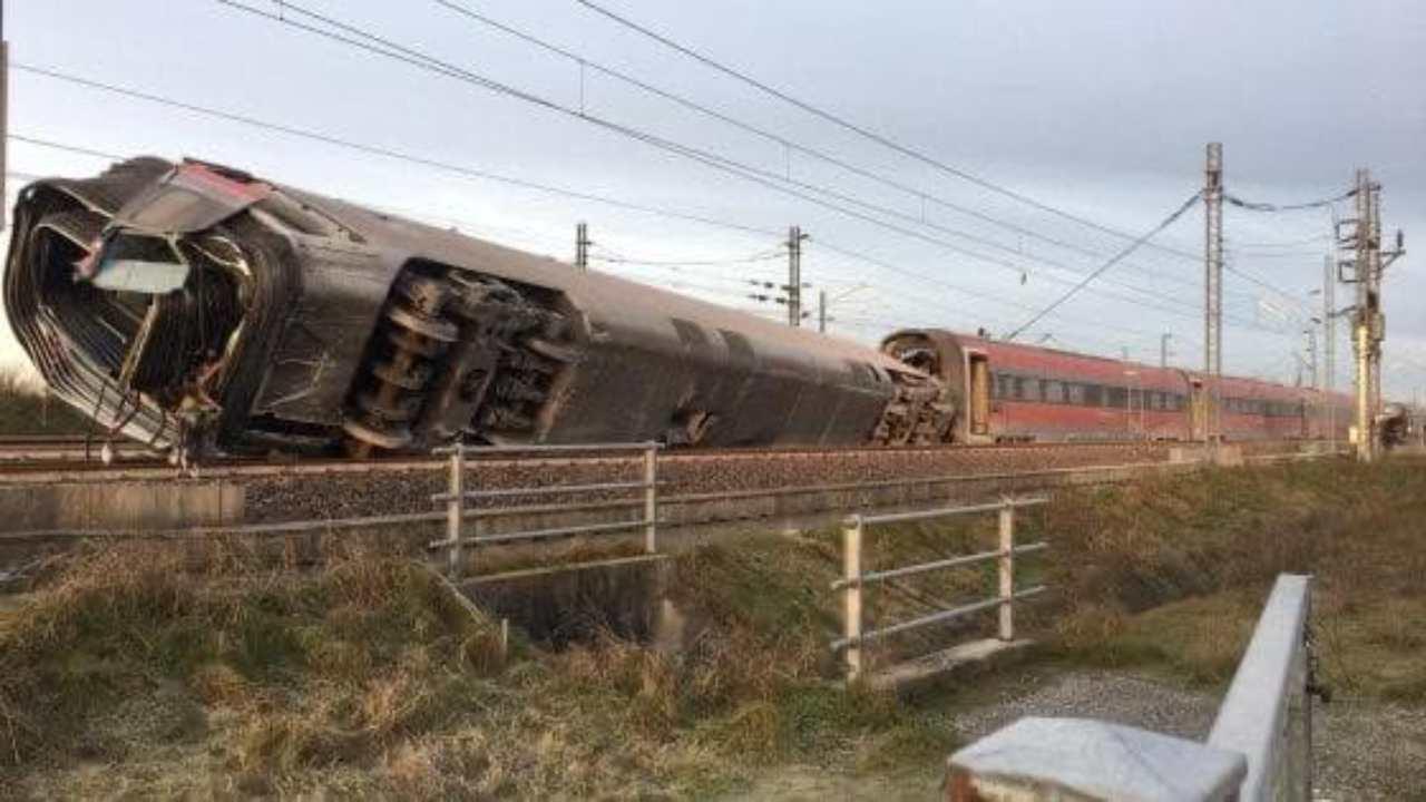 Deraglia treno alta velocità a Lodi, morti i due macchinisti