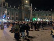 Napoli, altro flop delle sardine: Santori contestato dai precari e cacciato da piazza Dante