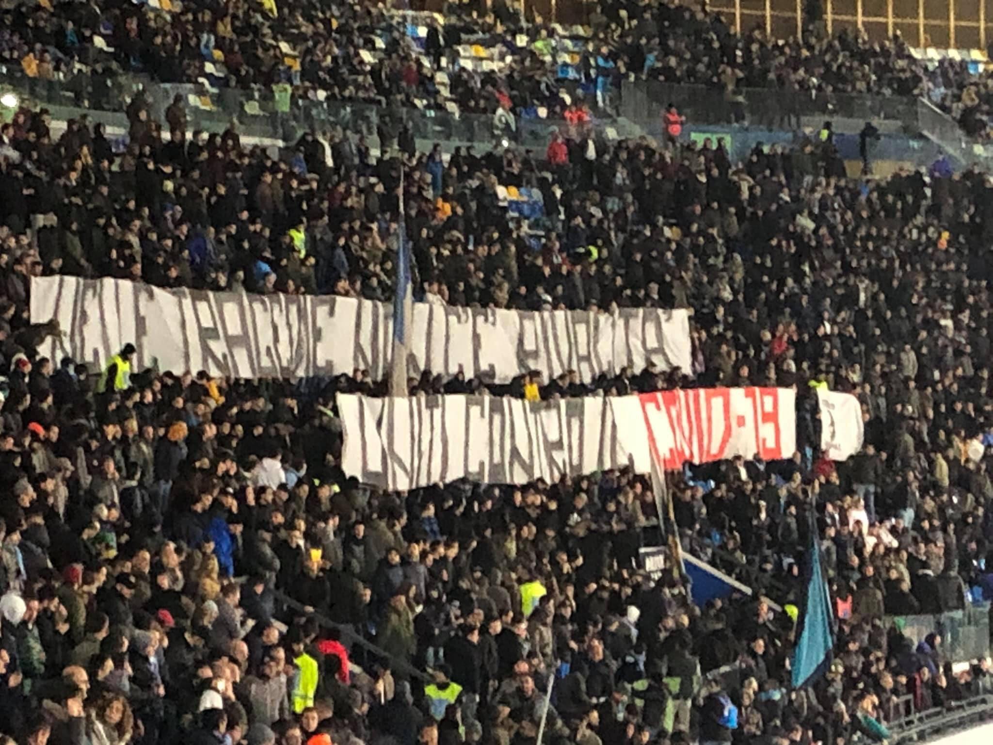 """Napoli, striscione ultras contro Coronavirus:""""nelle tragedie non c'è rivalità"""""""