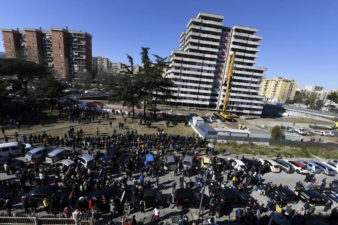 Napoli, Scampia:  al via i lavori per abbattere la Vela Verde. E' la festa di chi lotta da 40 anni