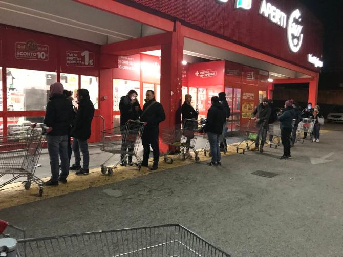 Coronavirus: individualisti notturni, inutile assalto ai supermercati