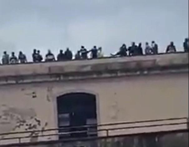 Carcere di Poggioreale, rivolta dei detenuti