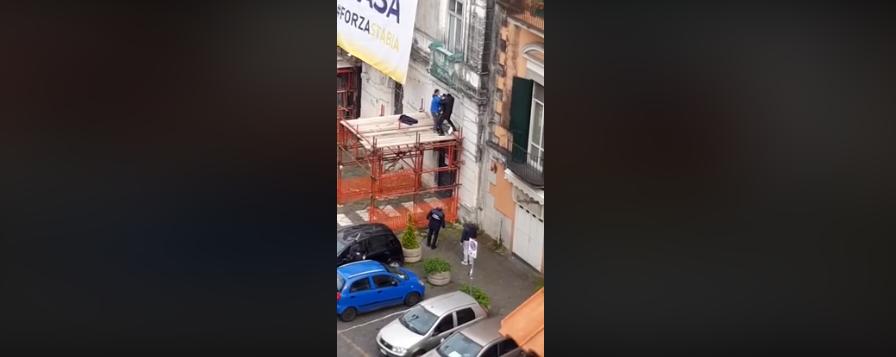 Coronavirus,  disoccupato tenta il suicidio a Castellammare di Stabia (Video)
