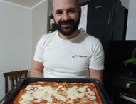 Fare la pizza restando in casa, video boom su Facebook