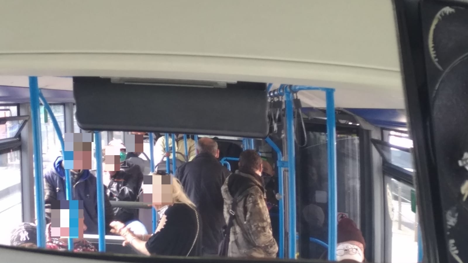 Coronavirus, a Napoli in 40 sull'autobus: sos sindacato