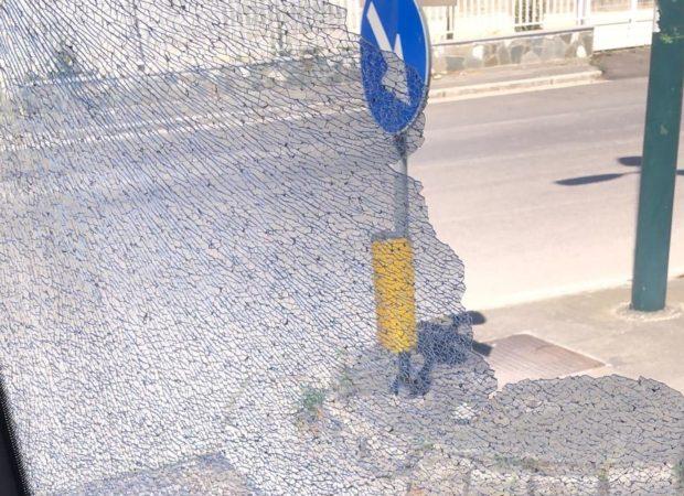 Napoli, la quarantena non ferma i vandali: autobus danneggiato a Ponticelli