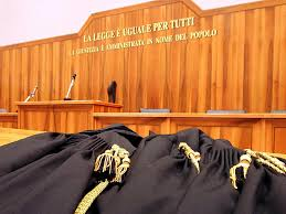 Napoli, giustizia di classe: tante cause vinte dalle imprese e troppe sconfitte per i lavoratori. Subito gli ispettori in Tribunale