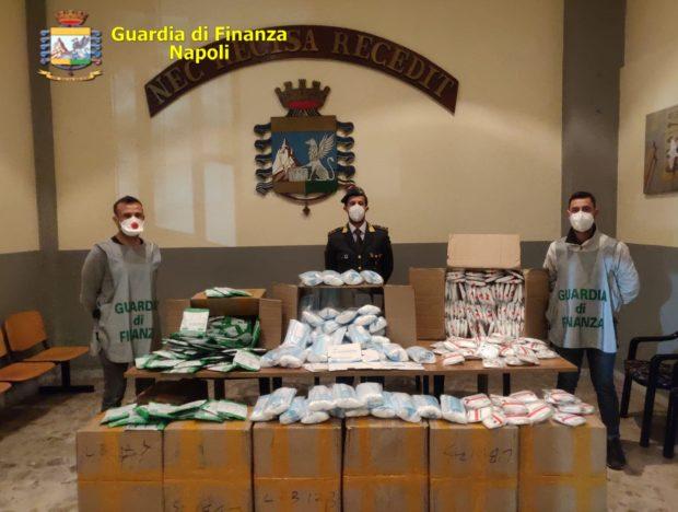 Coronavirus, Napoli: la Guardia di Finanza sequestra  116 mila mascherine