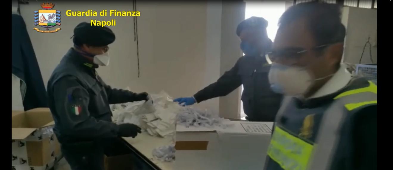 Coronavirus: Guardia di Finanza sequestra fabbrica abusiva di mascherine