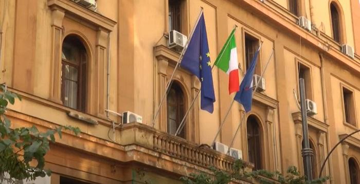 Campania, sindaci fedelissimi di De Luca non aprono le scuole