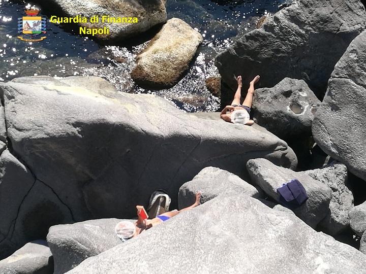 Coronavirus, Bacoli:  sanzionati cittadini che prendevano il sole e pescavano (Foto)