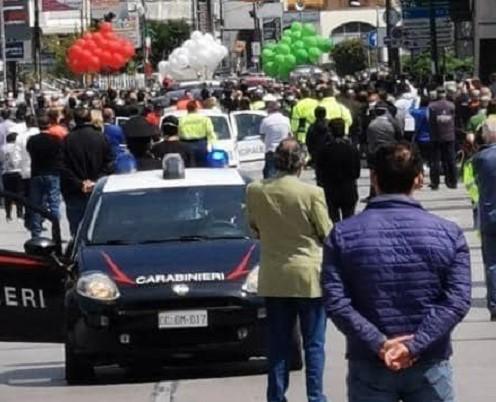 Saviano, folla al funerale del sindaco: scatta l'indagine