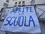 """Napoli, genitori al Prefetto: """"Aprite le scuole. Basta con la didattica a distanza"""""""