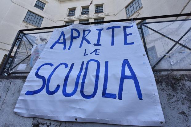 Scuola: Sabato, manifestazioni in molte città per l'apertura delle scuole