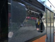 Casoria, sassaiola contro autobus: vetro in pezzi