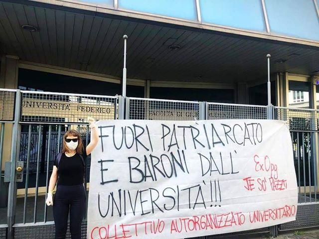 """Napoli, protesta fuori alla Federico II: """"Via baroni e patriarcato"""""""