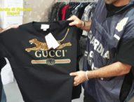 Napoli, scoperta rete contraffazione abiti: in quattro ai domiciliari