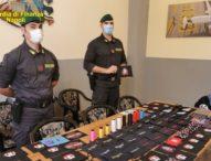Napoli, finanza sequestra fabbrica mascherine con marchi falsi