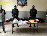 Napoli, Contraffazione: Guardia di finanza sequestra 2 mila capi griffati. Sei persone denunciate