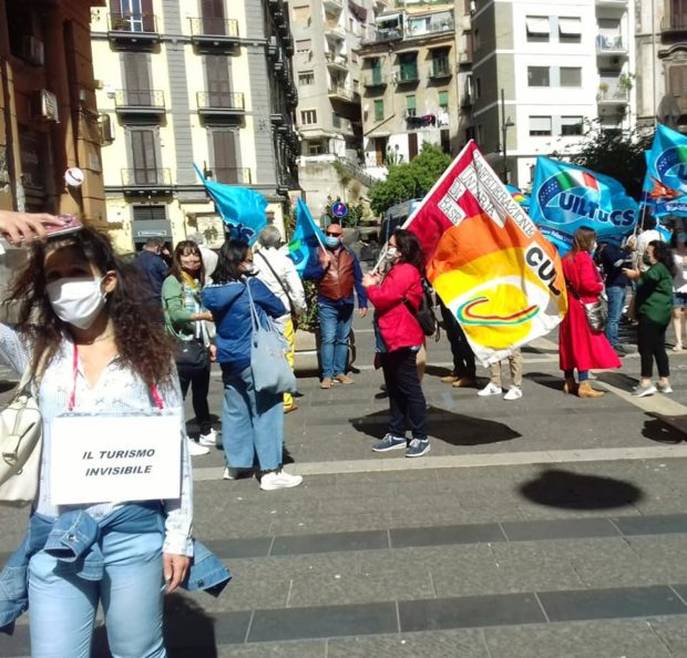 """Campania, in piazza le guide turistiche: """"snobbati dalle istituzioni"""""""