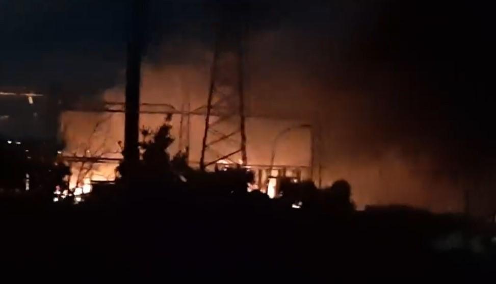 Pozzuoli, boato nella notte: in fiamme centrale elettrica