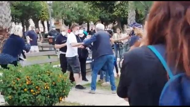 De Luca continua con gli spot elettorali, invoca denunce contro i ribelli del lungomare di Salerno