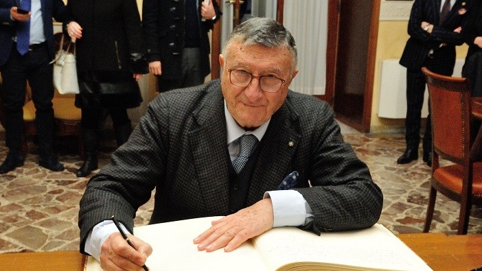 """Il virologo Giulio Tarro:""""Il Covid 19 si può curare"""""""